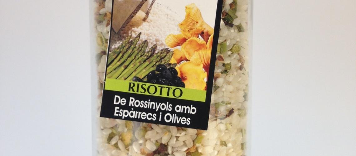Risotto de rossinyols amb espàrrecs i olives