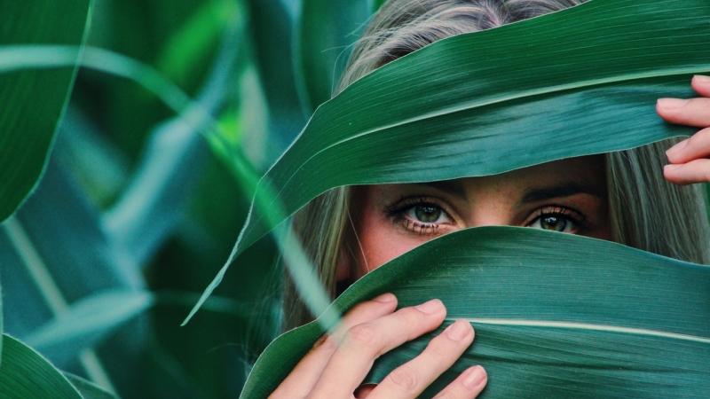 Enrojecimiento de ojos, hinchazón, ardor, lagrimeo, vista borrosa o sensibilidad...