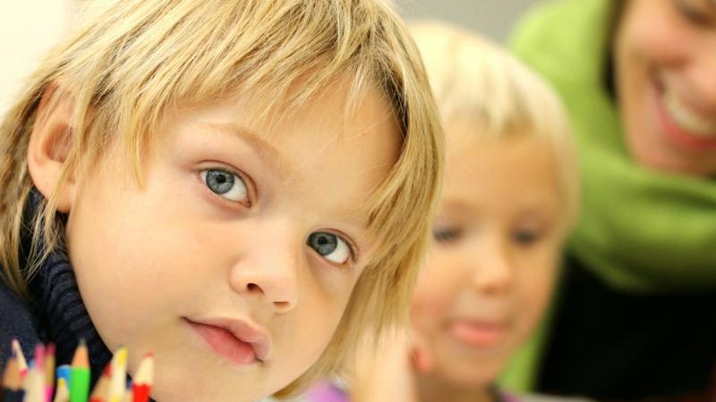 Cómo prevenir la miopía infantil en la era de las pantallas: más aire libre