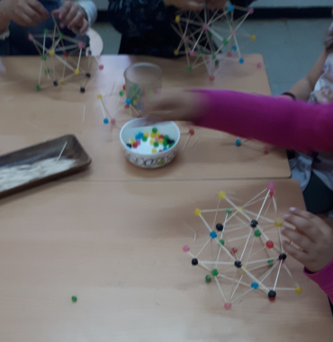 It is impressive when children understand a three-dimensional structure and are able to make it by themselves.