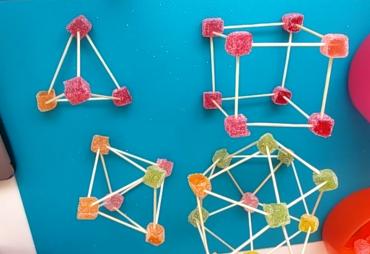 Hemos construido los poliedros que según Platón eran el fuego, el agua, el aire, la tierra y el universo