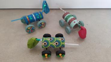 Cotxes propulsats fets per nenes i nens de 5è i 6è. Genials!