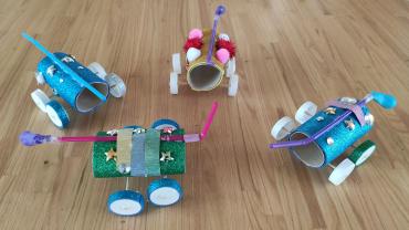 Coches propulsados hechos por niñ@s de 1º y 2º de primaria. ¡Espectaculares!