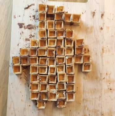 I un cop descobertes les 12 peces del pentòmino practiquem fent formes divertides.